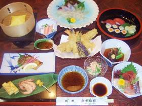 5800円コース 前菜刺身焼き物酢の物揚げ物(天ぷら)煮物地魚お造りご飯物デザート